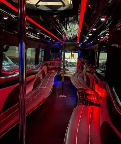 Global Motor Coach presents this 2007 30 Passenger Party Bus with Lav full